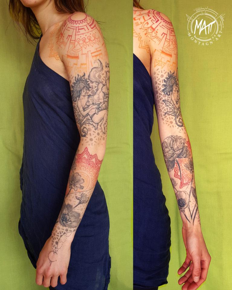 tatouage bras mandala fleurs